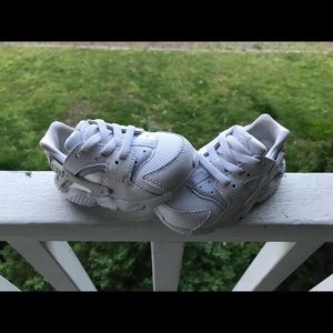 White Nike huarache sneakers. Kids/toddler size 5c